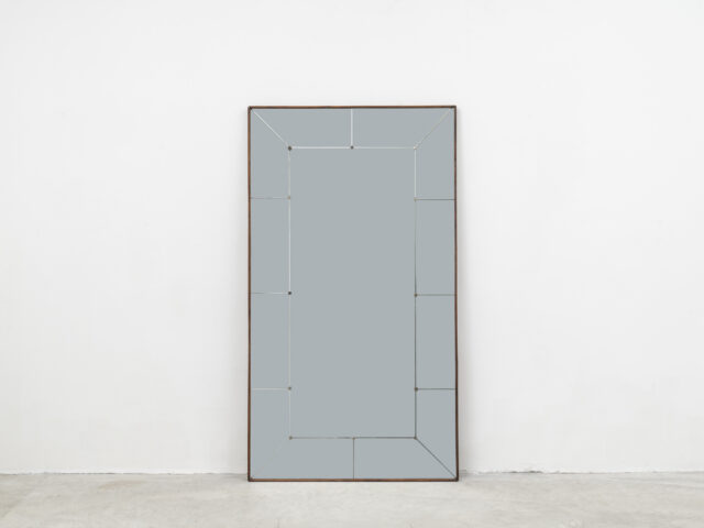 Large wall mirror for Framar