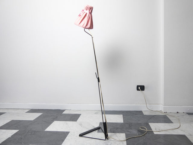 Swiveling floor or wall lamp