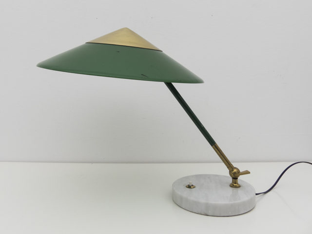 Articulated table lamp