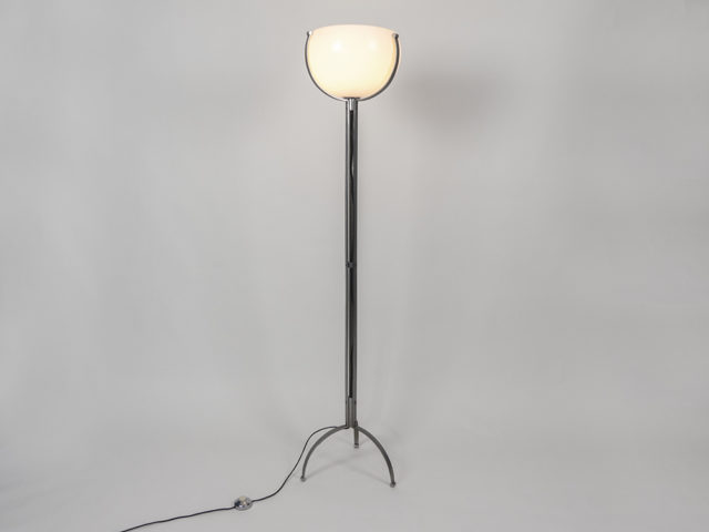 Tripod floor lamp for O-Luce