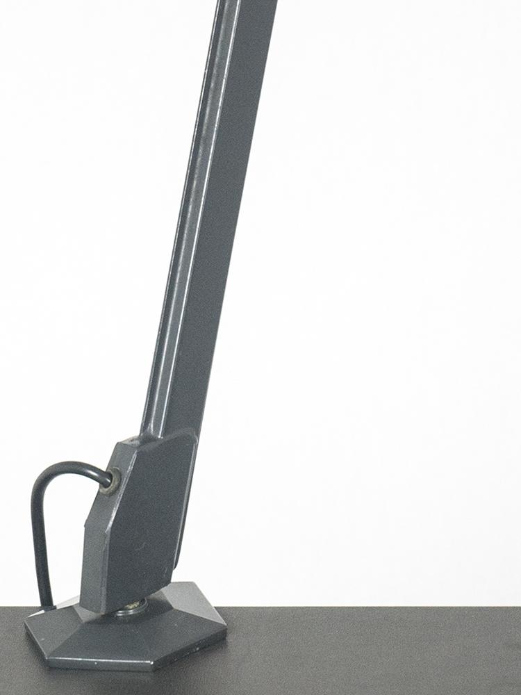 Arco clamp table lamp for olivetti arredamenti metallici for Arredamenti metallici